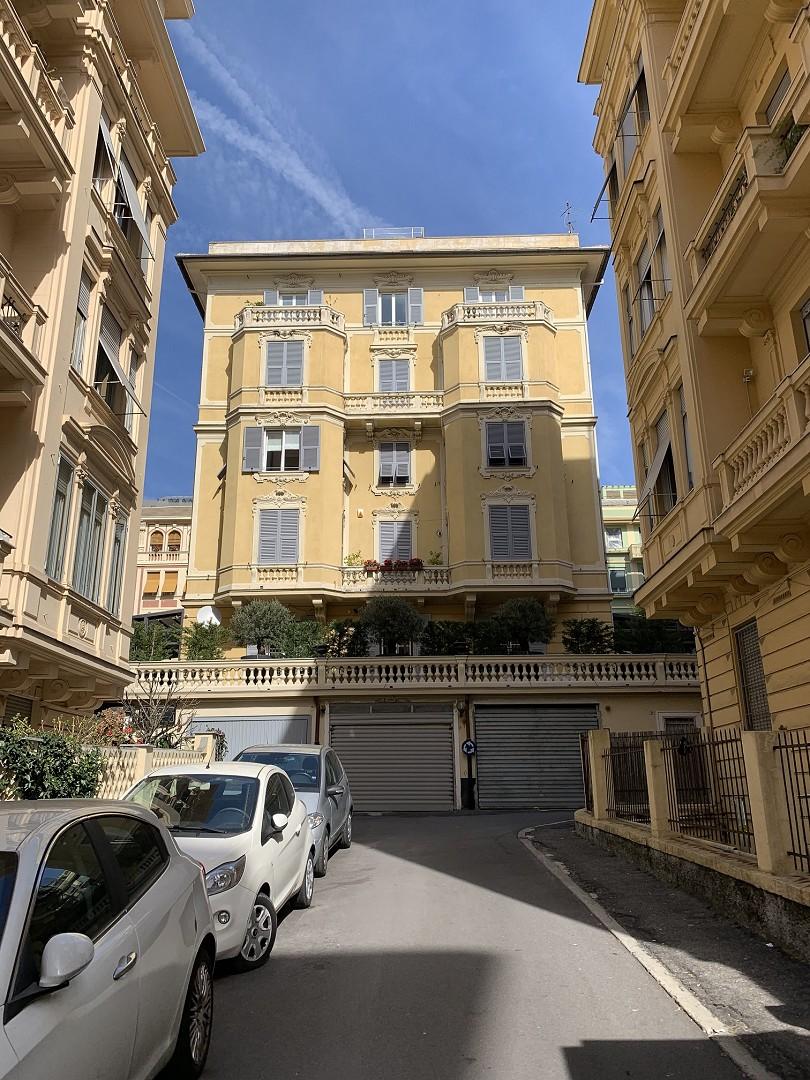 Foto 1 di Appartamento VIA ALBARO, Genova (zona Carignano, Castelletto, Albaro, Foce)